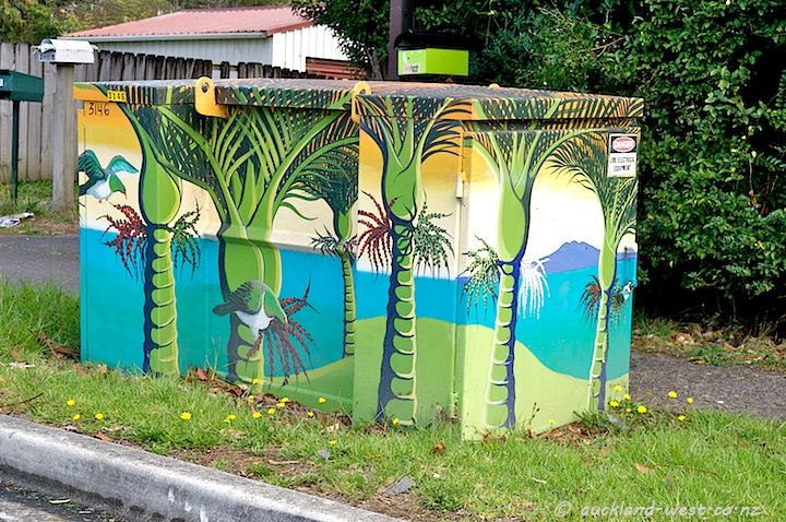 Painted Boxes: Nikau and Kereru (Monique Endt)