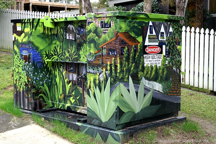 Painted Boxes: Titirangi Living (Heathermeg 2010)