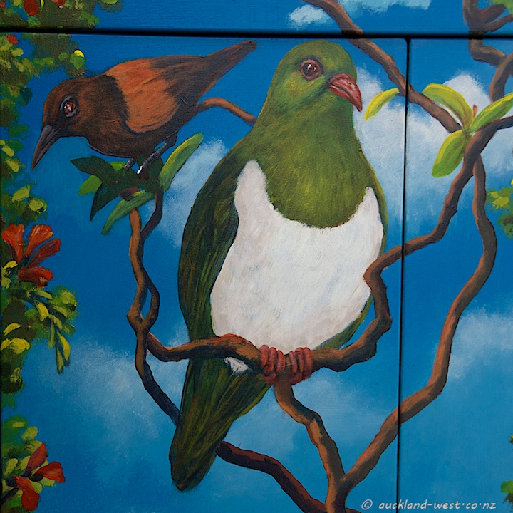 Saddleback and NZ Wood Pigeon (Doug Ford 2010)