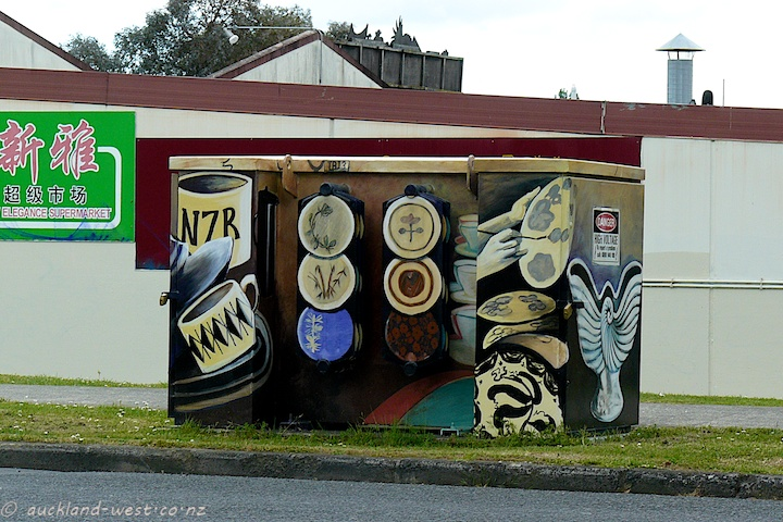 Painted Boxes: Crown Lynn (S. McCarthy 2010)