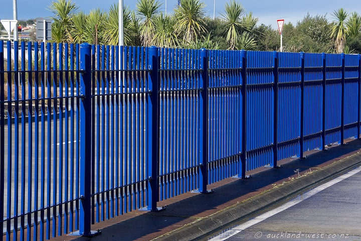 Barrier Fence, Akoranga Station