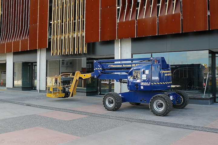 Articulated Boom Lifter