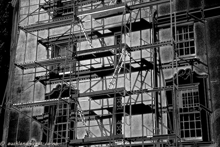 Scaffolds, Lopdell Houise