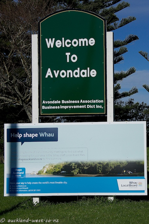 Location Signs: Avondale
